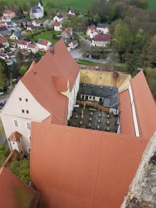 Innenhof vom Turm gesehen