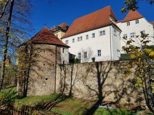 Graben und Zwingermauer